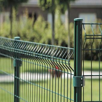 Poteau de clôture profilé
