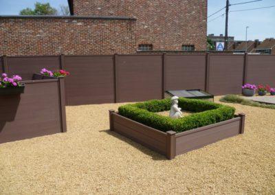 Clôture composite brun jardin
