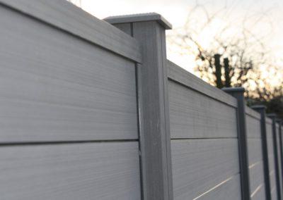 Clôture composite gris