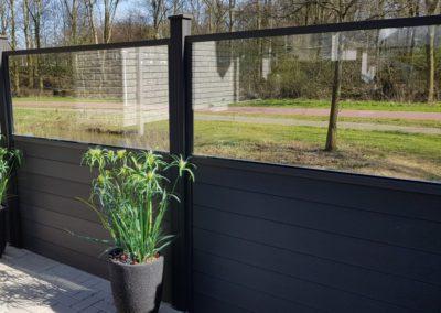 Clôture composite noir vitre