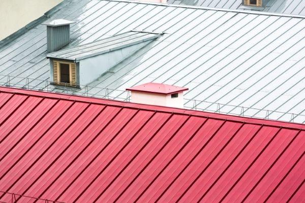 Pourquoi choisir la tôle en acier pour votre toiture ?