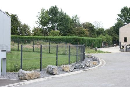 Mise en place de clôtures pour une entreprise à Louveigné