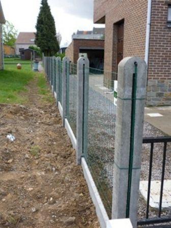 Poteau en béton pour clôture et treillis soudé - Oupeye