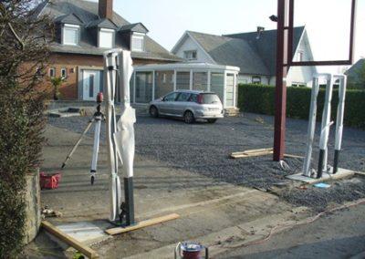 Poteau de clôture pour entreprise automobile
