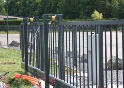 Pose de clôture rigide pour une entreprise à Louveigné