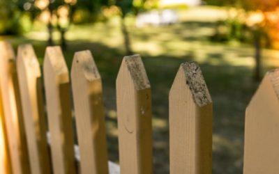 Le portail coulissant en bois : un accès décoratif mais qui s'entretient